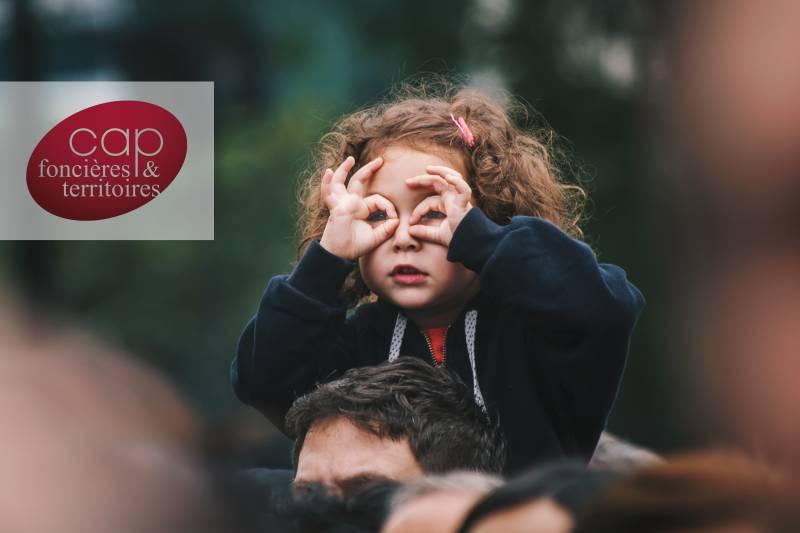 photo enfant et son pere - assurer des revenus reguliers