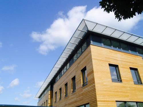 photo immeuble moderne bois - Investir